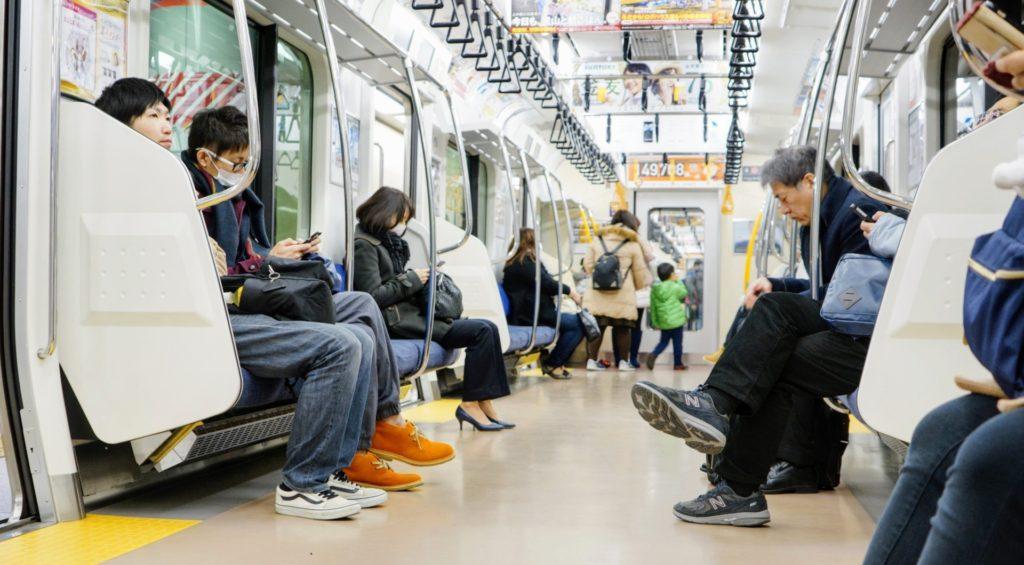 Det är ofta väldigt tyst inne i tågen, även under rusningstrafik