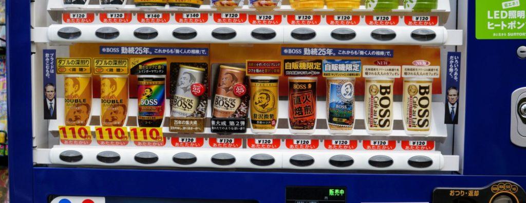 Olika varianter av burkkaffe i en dryckesautomat